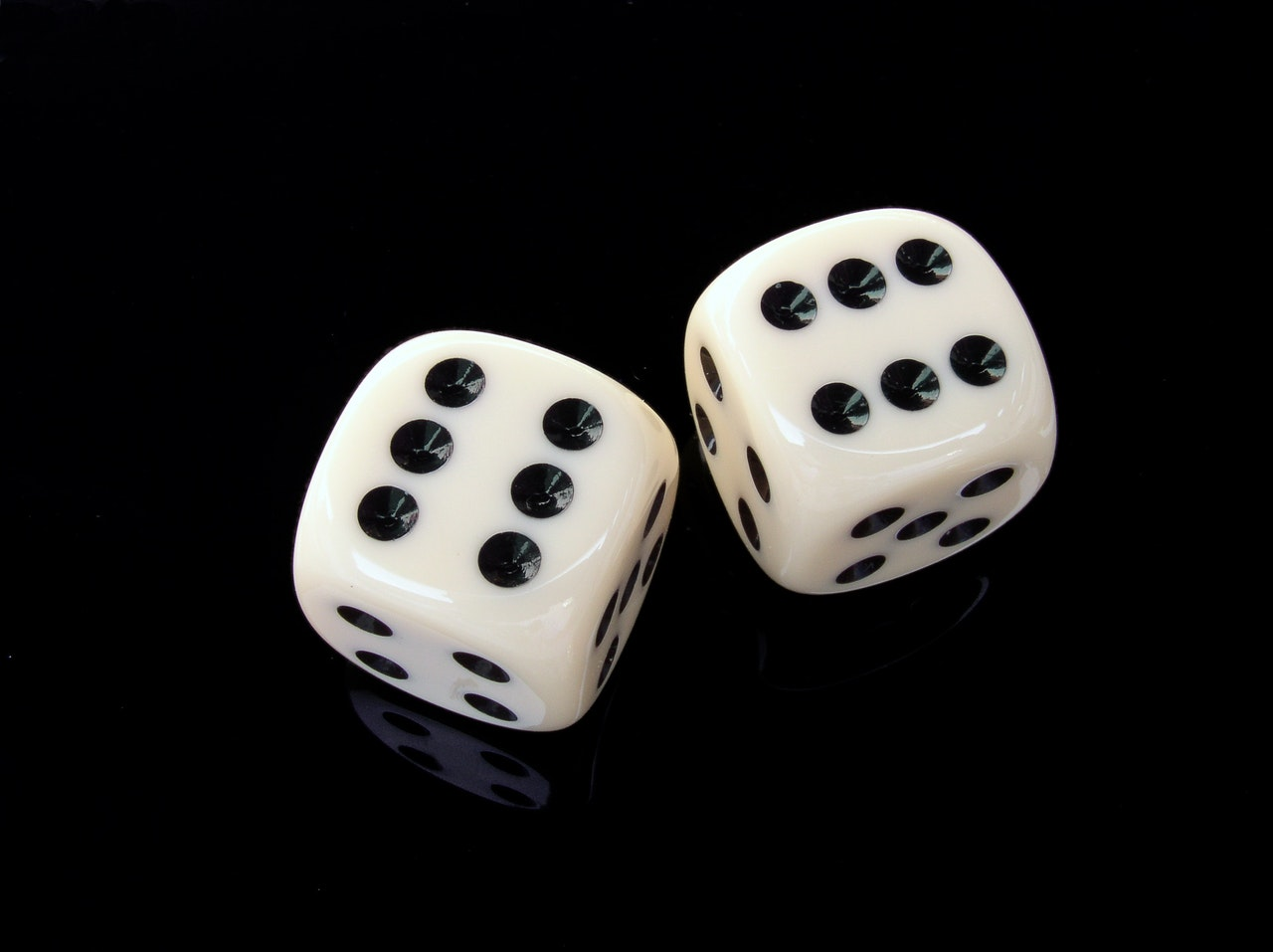 2017_1022215047_cube-six-gambling-play-37524.jpeg