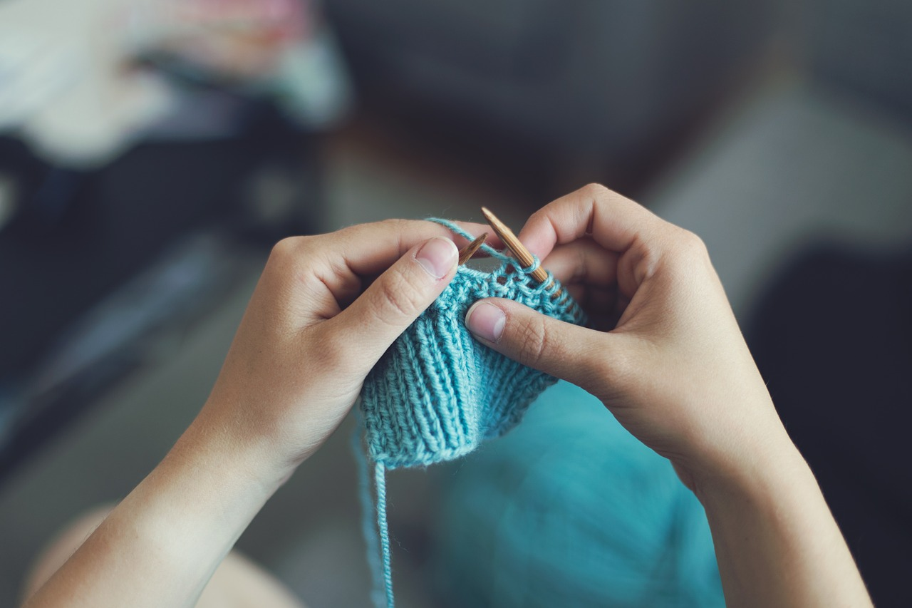 2019_0121212635_knit-869221_1280.jpg